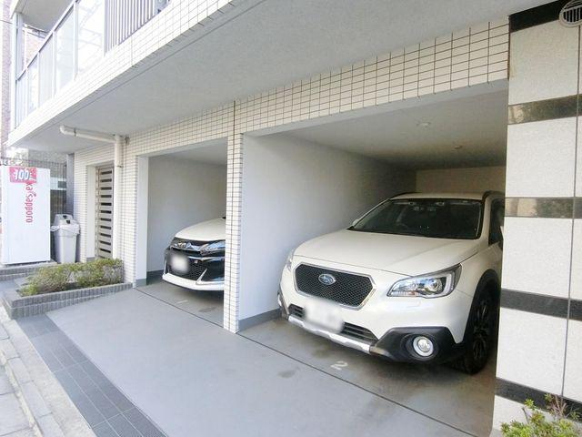 断然便利な敷地内駐車場。空き状況をすぐにお調べいたします。