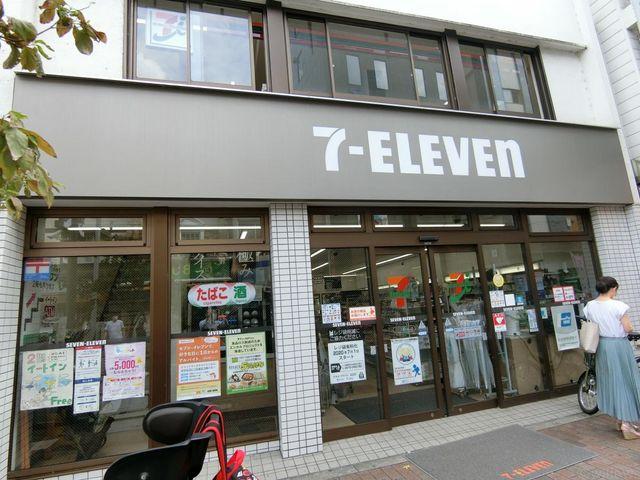 セブンイレブン広尾駅前店 徒歩8分。 580m