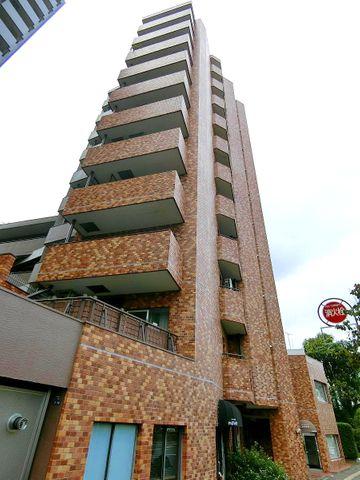 11階建ての10階住戸でございます。白金台一丁目アドレスで、利便性の高いエリアにございます。