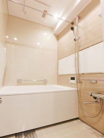 ホテルへ宿泊しに来たような充実設備が整っている浴室。心身ともに癒されつつ、プライベートなひとときを送ることができるでしょう。