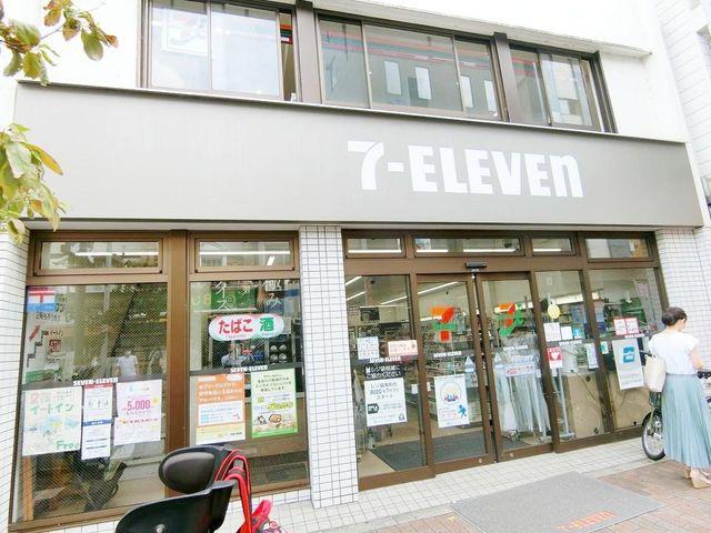 セブンイレブン広尾駅前店 徒歩8分。 640m