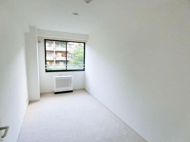 家族個々の安らぎの空間。プライベートなお部屋は暮らす方の感性で造り上げたいもの。誰もが好みで飾れるシンプルな室内に仕上げてあります。