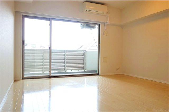 通風・採光に優れ、心地よい光と風が溢れています。贅沢で豊かな居住性と、プライドを満たすクオリティが見事に調和した住空間。床暖房のスイッチを入れれば、冬でも暖房要らずです。