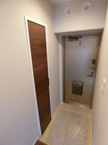 木のぬくもりとフロアタイルの艶がお部屋のきれいさを演出してくれます。