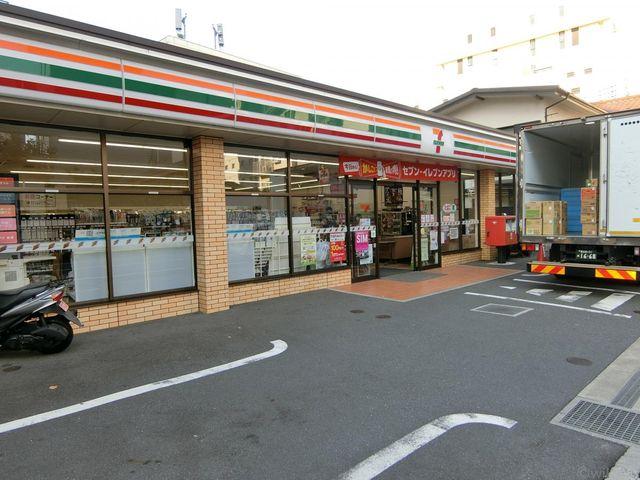 セブンイレブン新宿6丁目店 徒歩2分。 110m