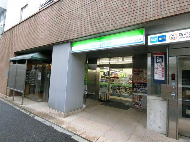 ファミリーマート新中野駅前店 30m