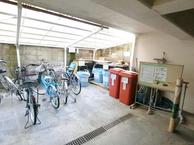 ゴミ置き場を見れば、そのマンションの管理の良さがわかると言われています。写真だけでは伝わらないほど、大変綺麗にされております。