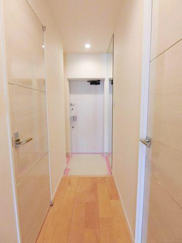 ドアを開けると広がる、ホッと一安心する空間は、我が家への愛着と安心感、そして住まう満足感を感じさせてくれます。