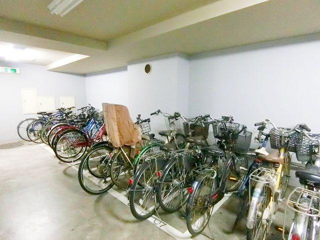 駐輪場はなんと無料で利用できます。空き状況については要確認となります。