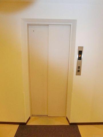 エレベーター有。きれいに管理されております。6階建てのため、待ち時間も少なく、移動はスムーズです。