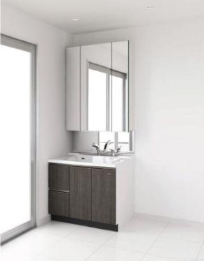 収納力も兼ね備えた、3面鏡の洗面化粧台です。朝の身支度もスマートにこなせそうですね。※同仕様イメージ写真(変更になる可能性がございます。)
