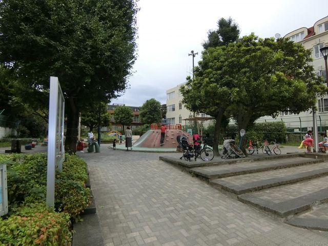 加賀公園 徒歩3分。 200m