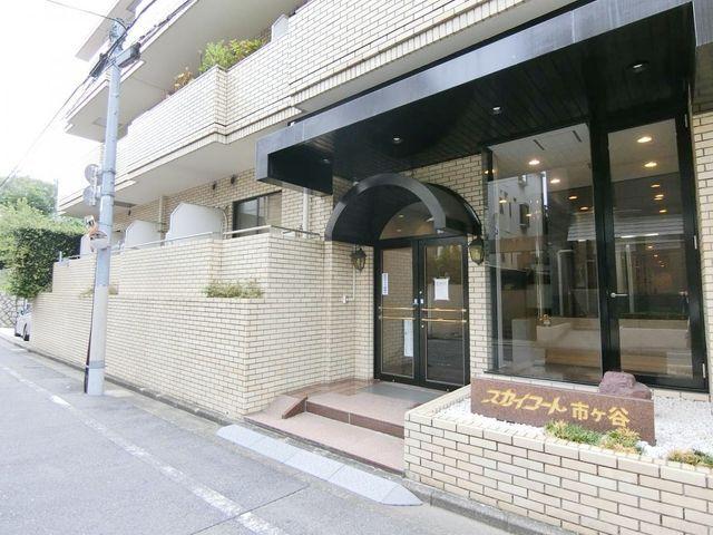 レトロ感と清潔感を兼ね備えた、おしゃれなマンションです。昭和59年築のため、新耐震基準で安心。周辺環境も含めてご案内させて頂きます。