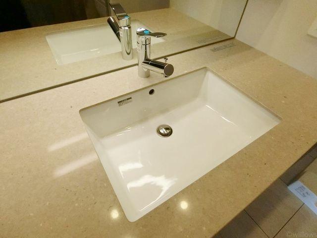 お掃除のしやすい洗面所は、いつでも清潔に保てる構造です。高級感のある大理石調のデザインで、まるでホテルにいるようですね。