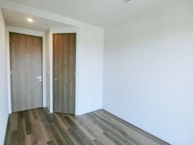6畳洋室は、大きなベッドを置いてもゆとりがございますので、主寝室におすすめです。