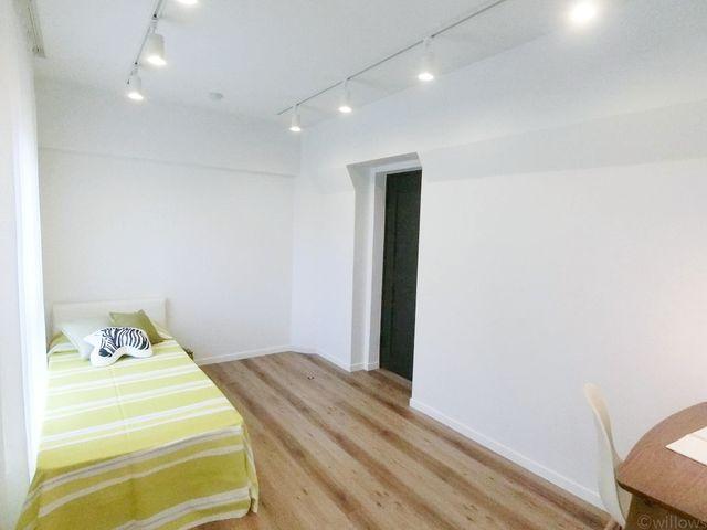 8.5畳洋室のゆとりのある洋室です。お子様のお部屋、書斎、ゲストルーム等、汎用性の高いお部屋は、プライベートな時間を満喫できる個室として。