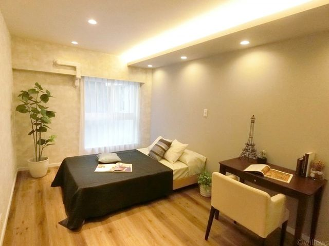 大きなベッドを置いても、ゆとりのある洋室です。どこにどんな家具を置こうか、想像が膨らみます。