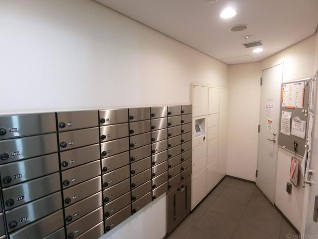 集合ポスト、宅配ボックス完備のマンションでございます。