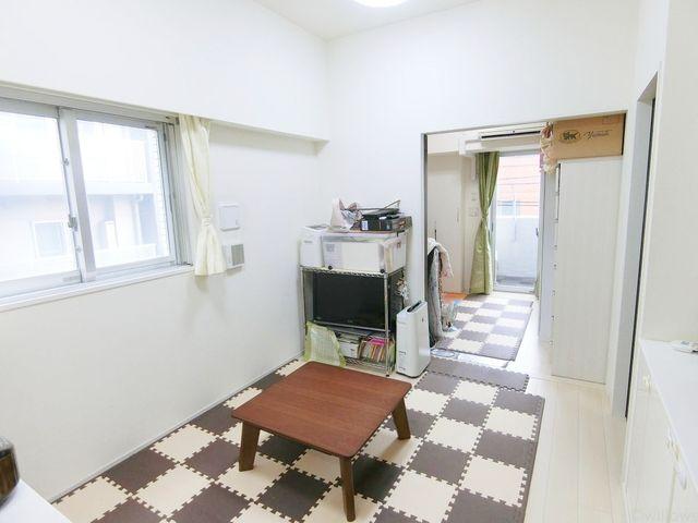 可動式の間仕切りがついております。繋げてお使い頂ければ約15帖のワンルームのように広々とした空間となります。