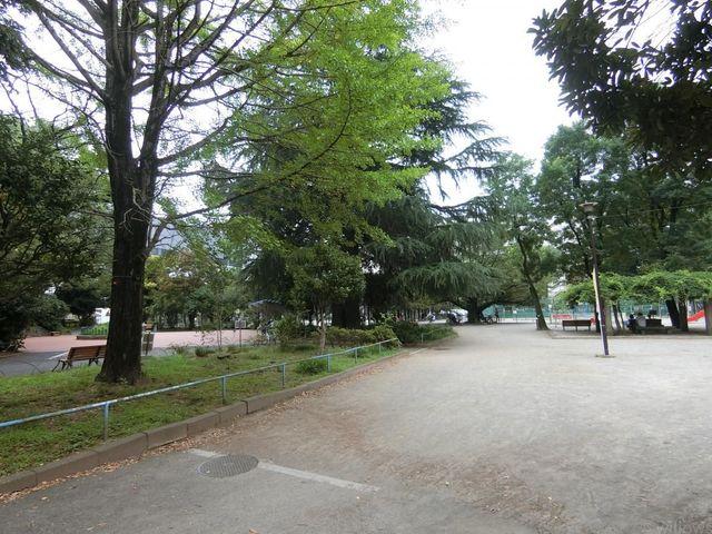 稲荷西山公園 徒歩7分。 1230m