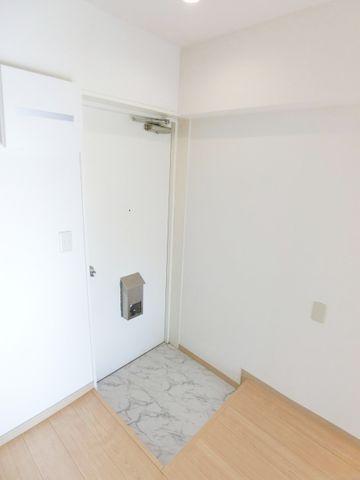 玄関部分は無駄のないすっきりとした構造。お好みでシューズボックスを付けても良いかもしれませんね。