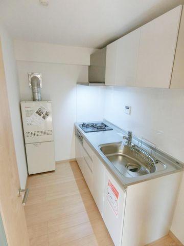 独立性の高いキッチンのため、お料理中の匂いも気になりません。清潔感のあるホワイトカラー。2020年7月に交換済でございます。