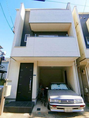 平成24年築の車庫付き戸建です。100平米超の4LDKで、ご家族で広々お使い頂けます。