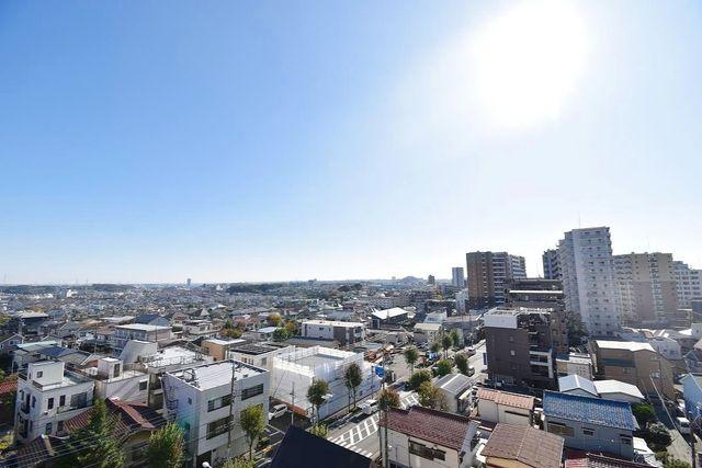 少し優雅に、眺望の良い部屋で新生活をしてみませんか?青空がみえたり、眺望や窓からの景色が良いと、家で過ごす時間も快適なものとなります。