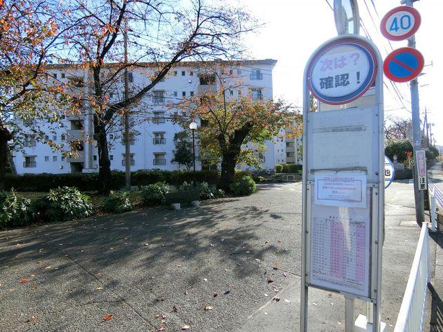 バス停 徒歩1分 30m