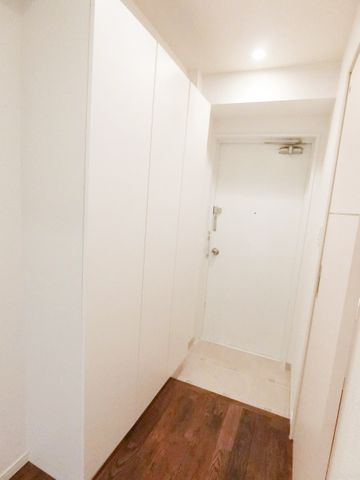 玄関には大きなシューズボックス有。これだけあれば困ることはなさそうです。落ち着いた優しい色合いの玄関が、毎日お出迎え。