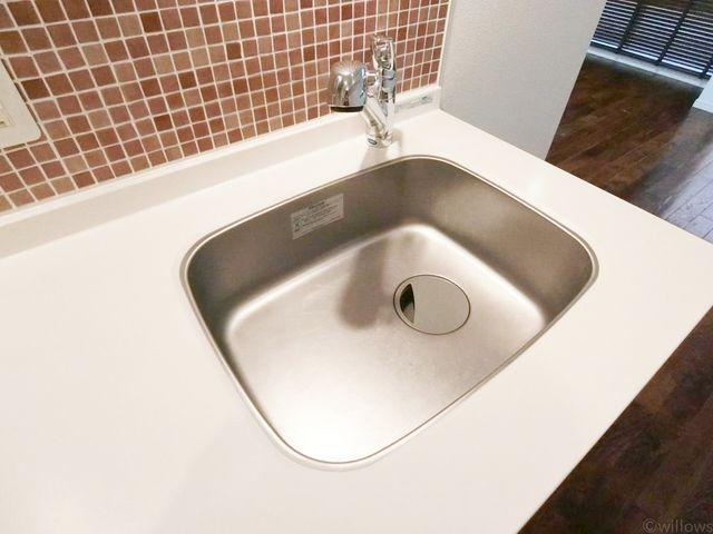 浄水器付のきれいな流し台。