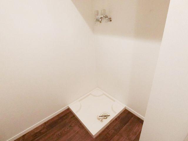 ランドリースペースの洗濯防水パンです。すっきりとコンパクトにまとまったスペースになっております。