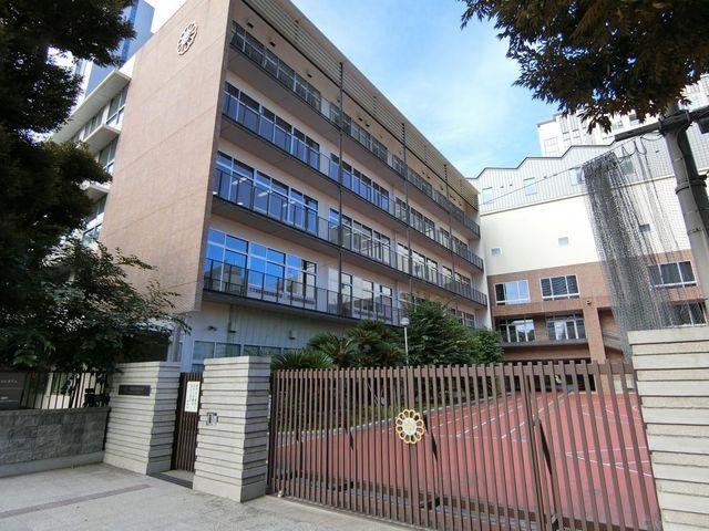 千代田区立麹町中学校 徒歩7分。 510m