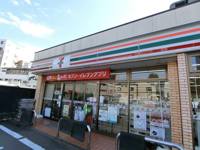 セブンイレブン新宿下落合駅北店 徒歩2分。 160m