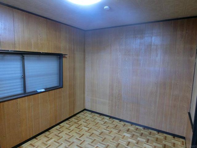 こちらのお部屋は今のままでも十分綺麗な状態なので、ご予算に応じて検討しても良いかもしれませんね。