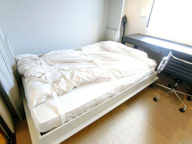 5帖の居室にはベッドを置いてもゆとりある設計となっております。家具家電付きの為、すぐに新しいお住まいを開始できますね。