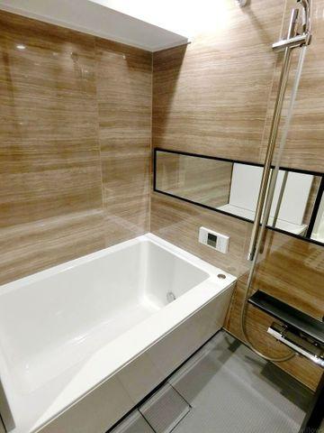 ゆったりとした浴室は、心身ともに癒されつつ、プライベートなひとときを送ることができるでしょう。
