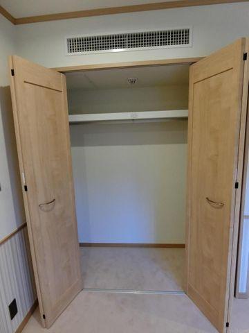 奥行きのある収納スペースは、季節ものやお洋服を収納可能です。いつでも室内をすっきり保てます。