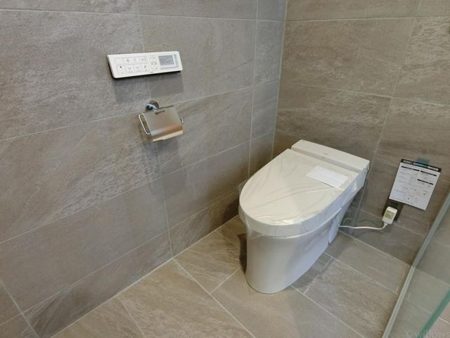 パウダールームにもトイレがございます。ご家族の方にも嬉しいですね。