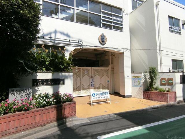 新宿区立戸塚第三小学校 戸塚第三小学校は徒歩二2分。何かと心配なご通学も安心の立地です。 200m