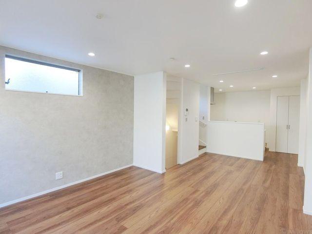 室内のご内覧可能です。17.5畳の広々としたリビング。都内は10~14畳の物件が多くなっておりますが、ゆったりとお寛ぎ頂ける広さとなっております。
