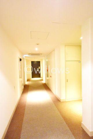ホテルライクな内廊下設計でございます。玄関を開けても雨や風が入ってこないのは嬉しいですね。