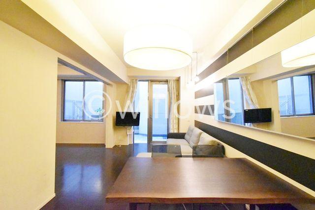 ダイニングとゆったりとくつろげるリビング部分を使い分けられる広さのあるお部屋です。お気に入りの家具でお部屋をご自身のお好みに変えてみてはいかがでしょうか。※室内写真は2019年11月撮影時点