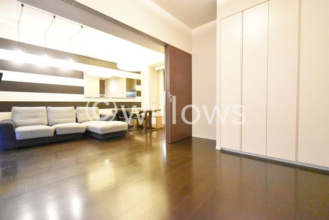 約6.3帖のプライベートルーム。各部屋を最大限に広く使って頂ける様、全居住スペースに収納付。ゆったりと快適に、どんな用途にもお使い頂けます。※室内写真は2019年11月撮影時点