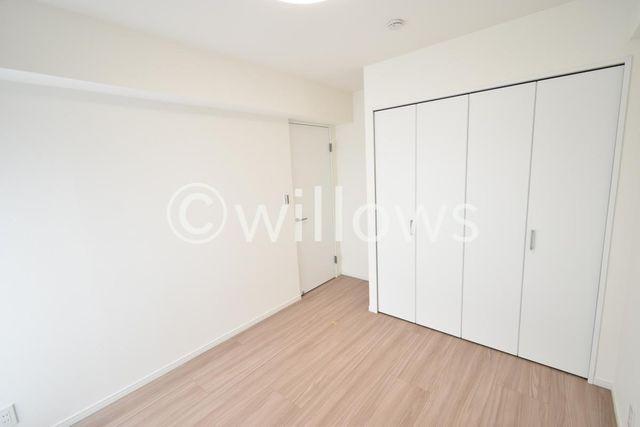 一日の半分を過ごすマスターベッドルーム。充分な収納スペース(ウォークインCL)を確保しており、居室内に余計な家具を置く必要がないので、シンプルですっきりとした暮らしを実現。