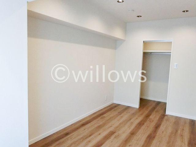 6.41畳洋室です。大型WIC付で室内をすっきりご利用頂けます。優しい色合いの寝室で、毎日心安らかにお過ごし頂けるかと思います。