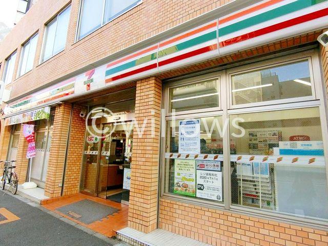 セブンイレブン新宿曙橋駅西店 徒歩3分。 230m