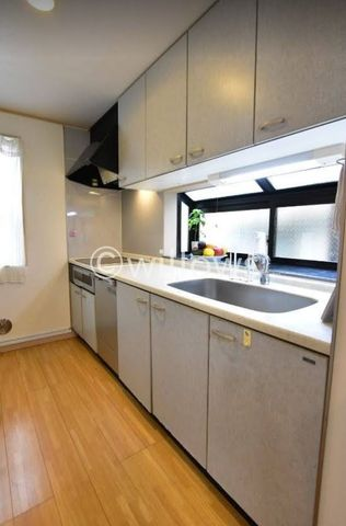 キッチンには平成29年に食洗器を取り付けております。広めのキッチンではお子様と並んでお料理もして頂けますね。