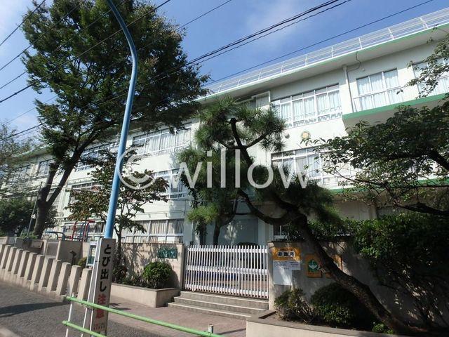 新宿区立西戸山小学校 徒歩11分。 880m