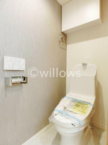 いつまでも清潔な空間であってほしい水回りは、目に留まるだけではなく、汚れをふき取り易いフロアと壁紙に。お気に入りの絵画を飾ったり、小さなお部屋でも工夫次第で素敵な空間に。